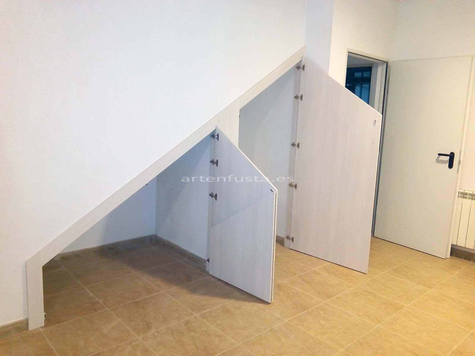 Puertas a medida de bajo de escalera elche alicante - Puertas para escaleras ...
