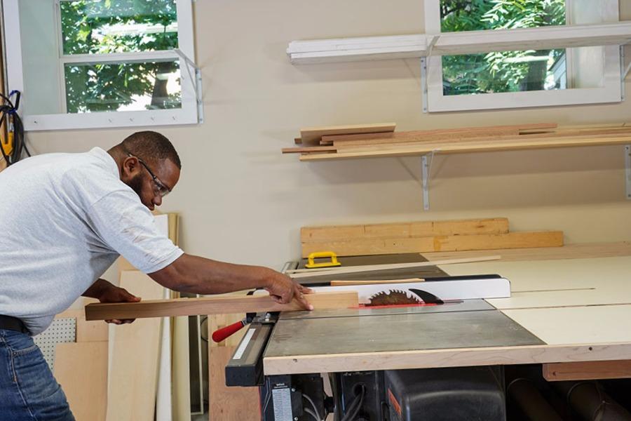 Carpinteros Urbanova cocinas modernas  parquet tarima flotante puertas blindadas y acorazadas armarios vestidores a medida