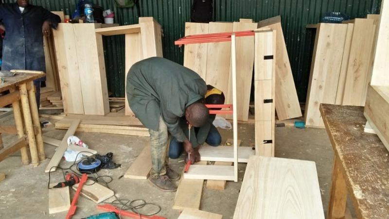 Carpinteros Cox cocinas modernas parquet tarimas flotantes puertas blindadas y acorazadas armarios vestidores a medida