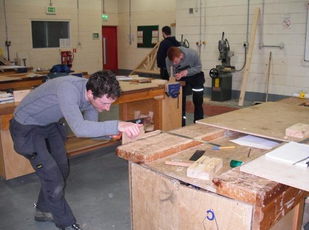 Carpinteros Benferri muebles de cocina  parquets tarima flotante puertas blindadas y acorazadas armarios vestidores a medida
