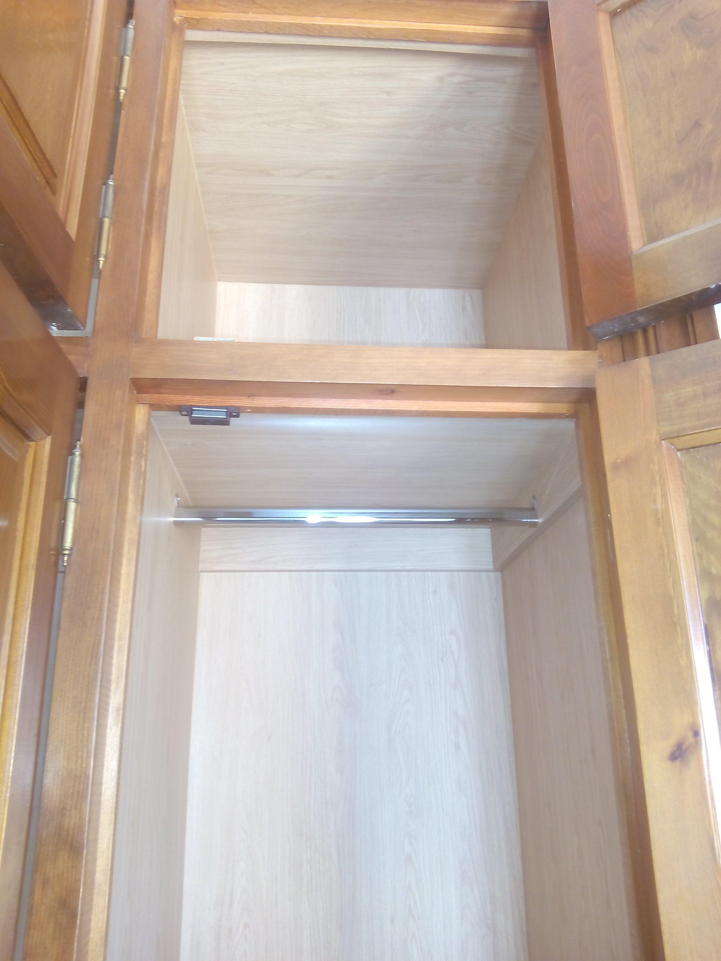 Armarios empotrados for Armario madera natural