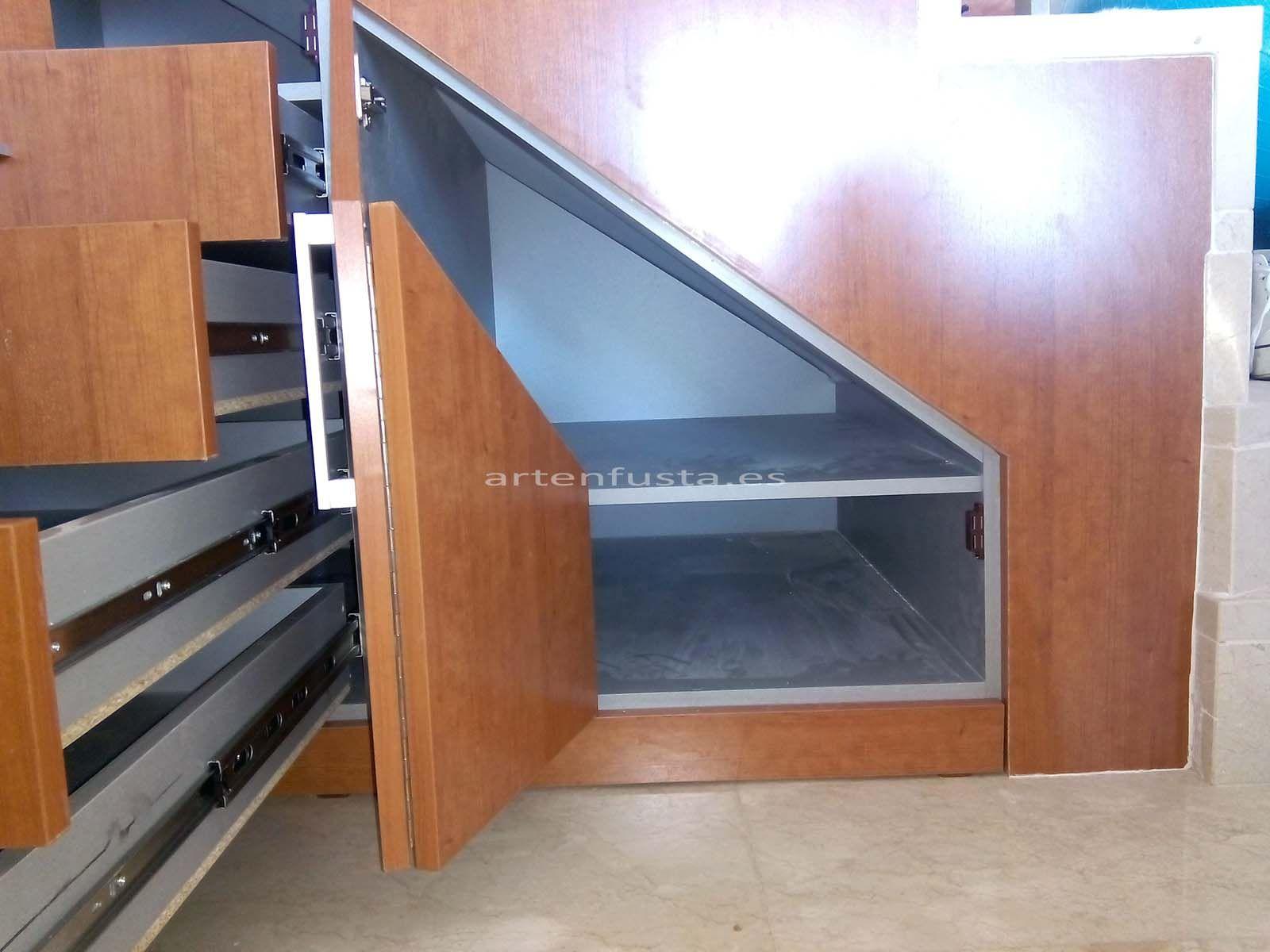 Mueble bajo de escalera a medida for Escalera de cocina