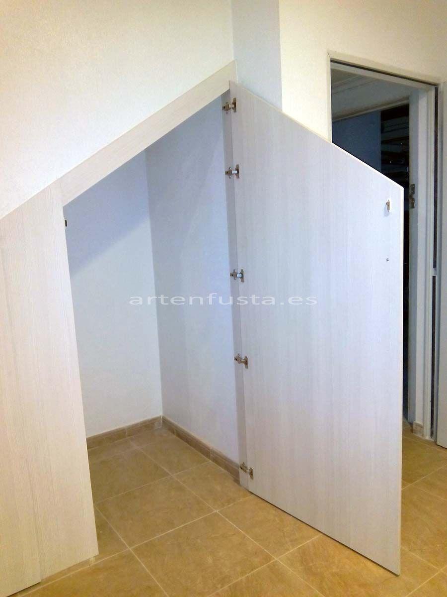 Puertas a medida de bajo de escalera elche alicante for Closet en escaleras