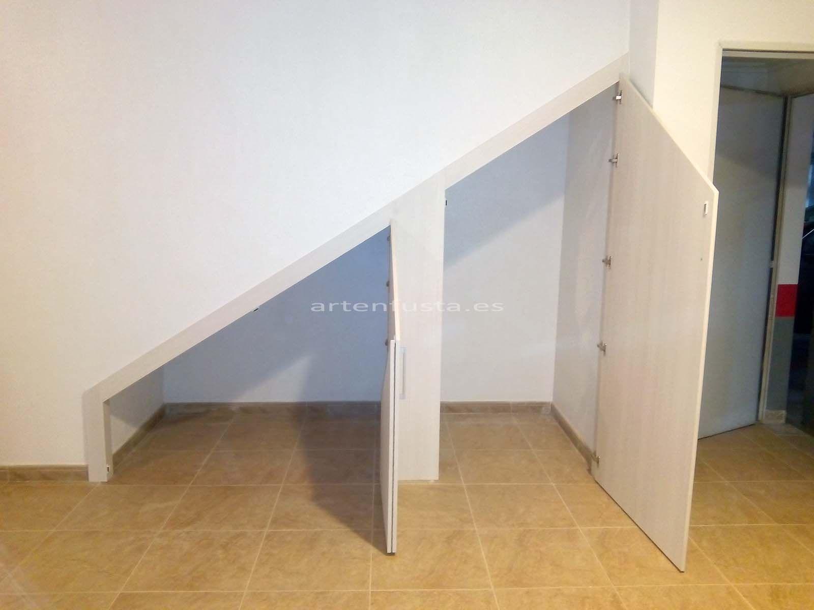 Puertas a medida de bajo de escalera elche alicante for Muebles de madera para debajo de la escalera